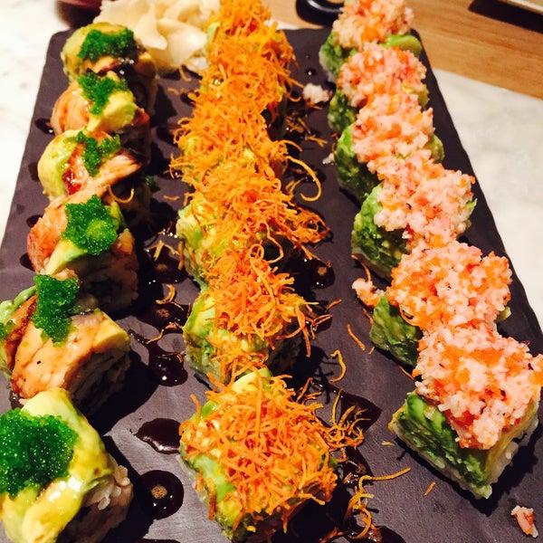 รูปภาพถ่ายที่ Yada Sushi โดย Kaan เมื่อ 5/9/2015
