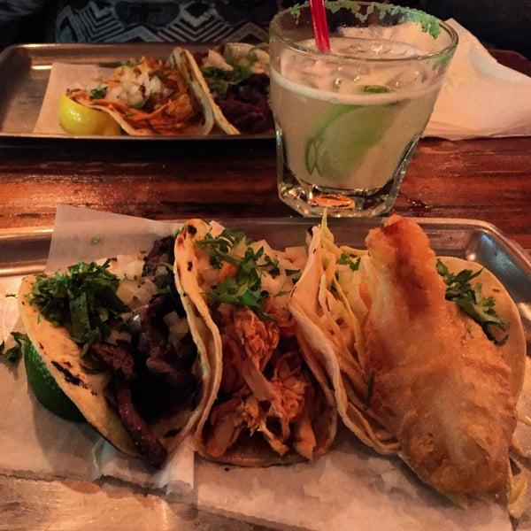 Photo prise au The Taco Shop par Bridget W. le11/17/2015