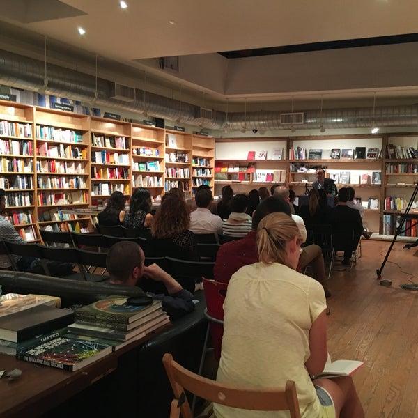 Das Foto wurde bei BookCourt von Rachel K. am 9/12/2016 aufgenommen