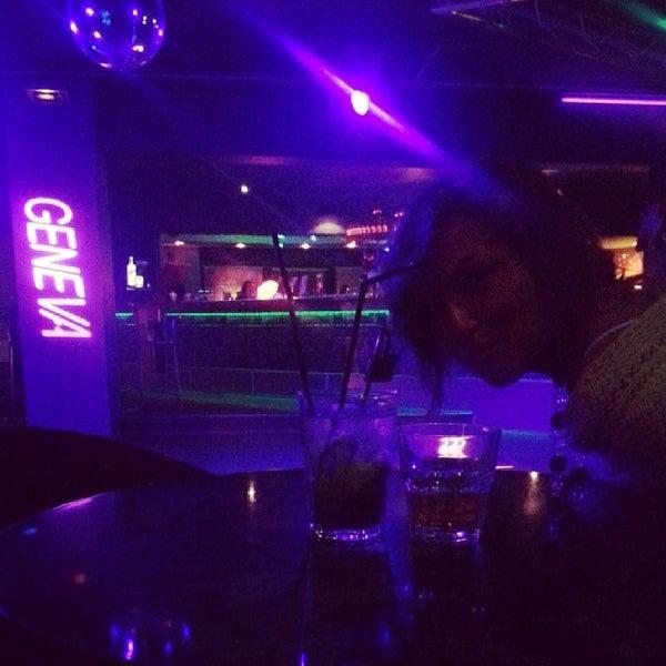 секс с малолетки в ночной клубе
