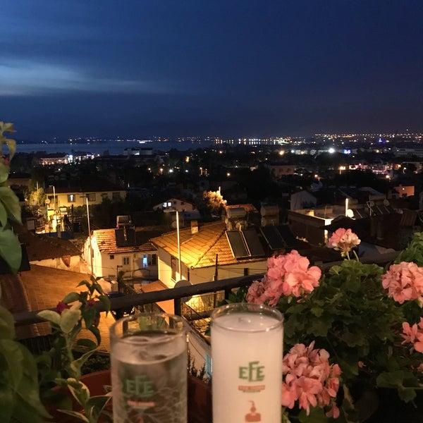 รูปภาพถ่ายที่ King's Garden Restaurant โดย Hakan Ç. เมื่อ 6/19/2018