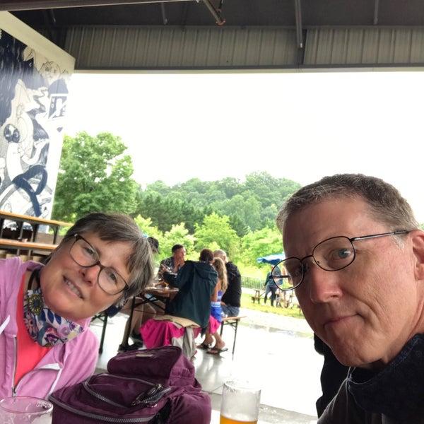 7/1/2020 tarihinde Larry C.ziyaretçi tarafından Oskar Blues Brewery'de çekilen fotoğraf