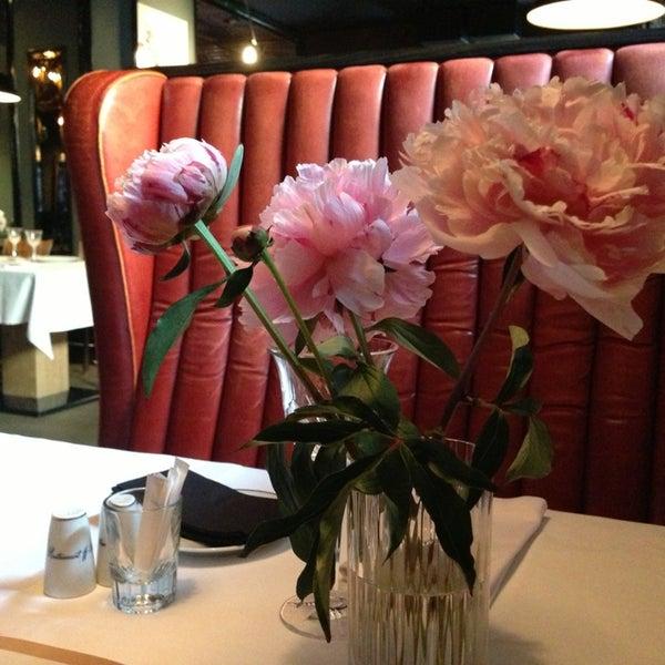 Foto tomada en FF Restaurant & Bar por Elena K. el 7/19/2013