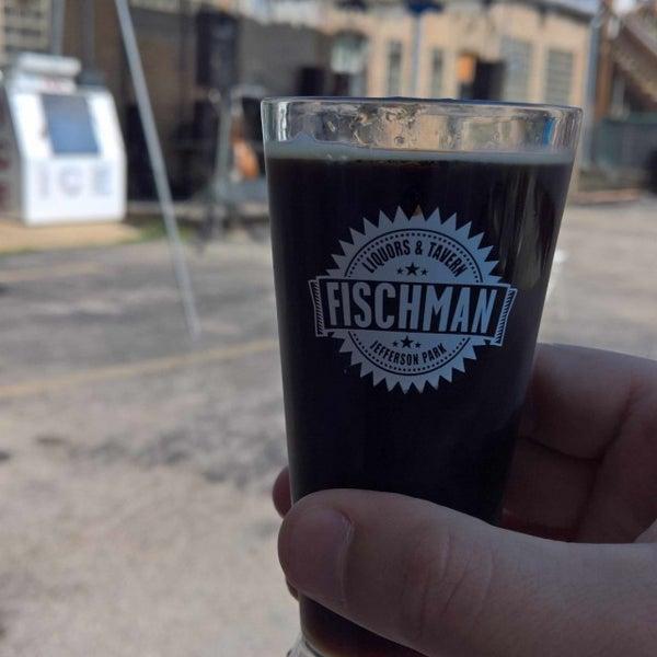 7/16/2016 tarihinde Jeremy H.ziyaretçi tarafından Fischman Liquors & Tavern'de çekilen fotoğraf