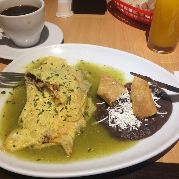 Foto tirada no(a) Momentto Café 100% Colombiano por Jahaziel S. em 10/16/2017