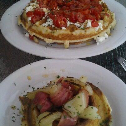 Das Foto wurde bei Waffle Era Tea Room von Chris B. am 10/7/2012 aufgenommen