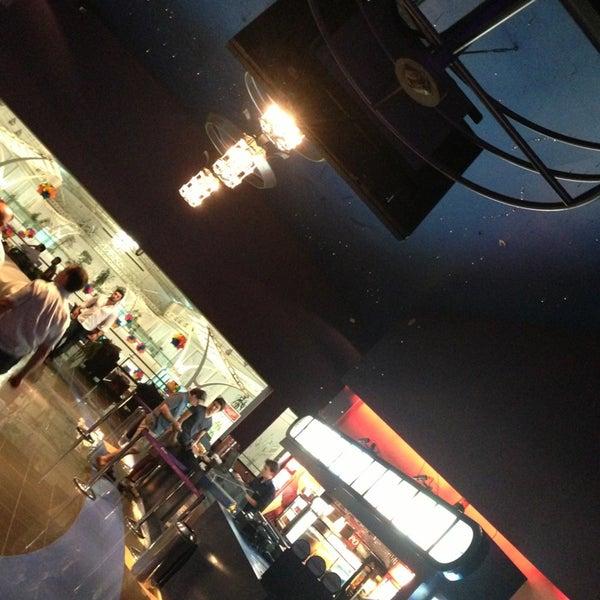 รูปภาพถ่ายที่ Spectrum Cineplex โดย Zeki K. เมื่อ 6/26/2013