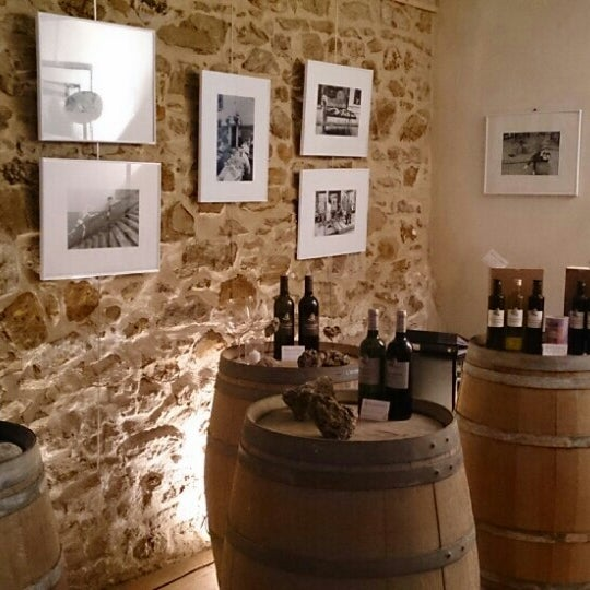 Accueil chaleureux, cadre calme et agréable et de bons vins à déguster. Une préférence pour leur excellent rosé et le Lauzina blanc.