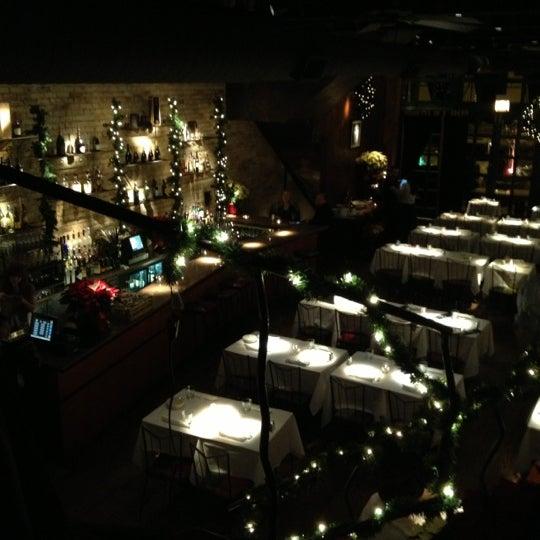 Foto diambil di Vivo Restaurant oleh Mark B. pada 11/30/2012