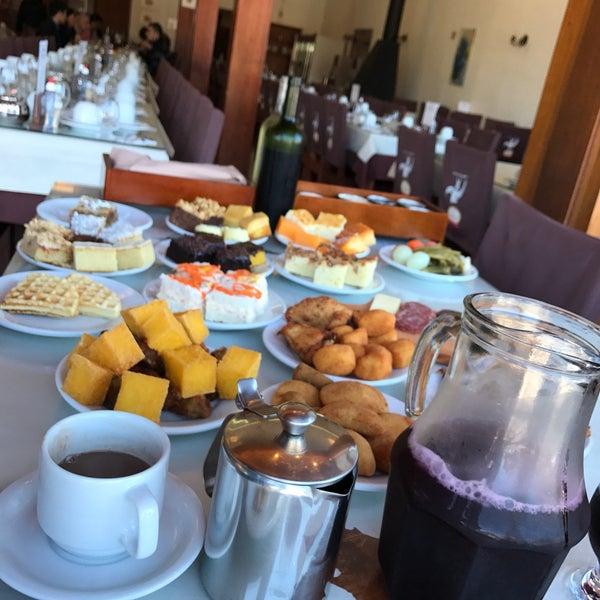 Foto tirada no(a) Coelho Café Colonial por Maurício G. em 10/15/2017