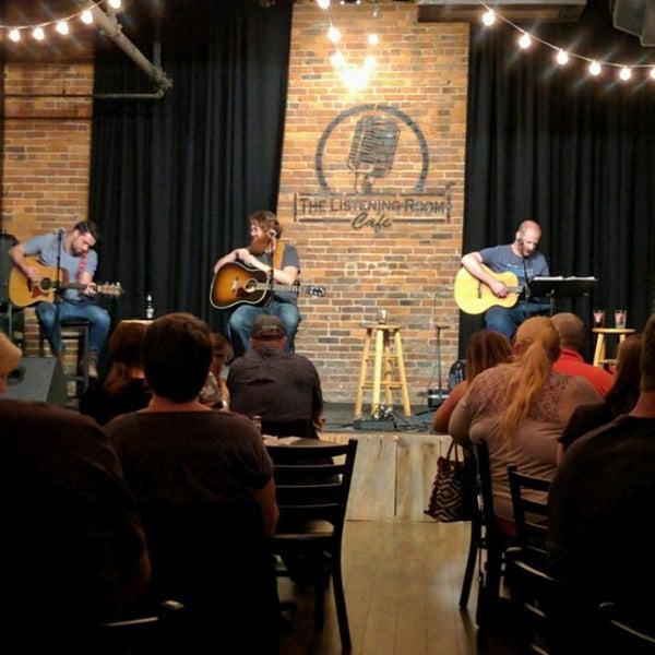 Foto scattata a The Listening Room Cafe da Rory P. il 4/13/2017