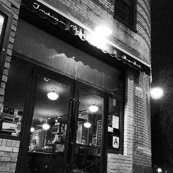 Das Foto wurde bei Indian Road Café von James Tristan R. am 11/11/2013 aufgenommen
