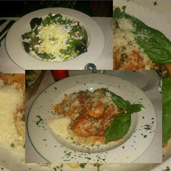 Das Foto wurde bei Lasagna Restaurant von Les G. am 11/7/2014 aufgenommen
