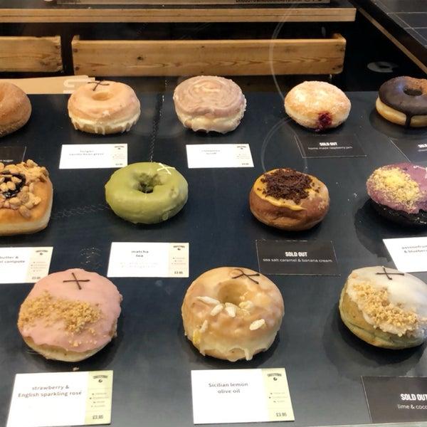 Foto diambil di Crosstown Doughnuts & Coffee oleh Njoud . pada 8/20/2019