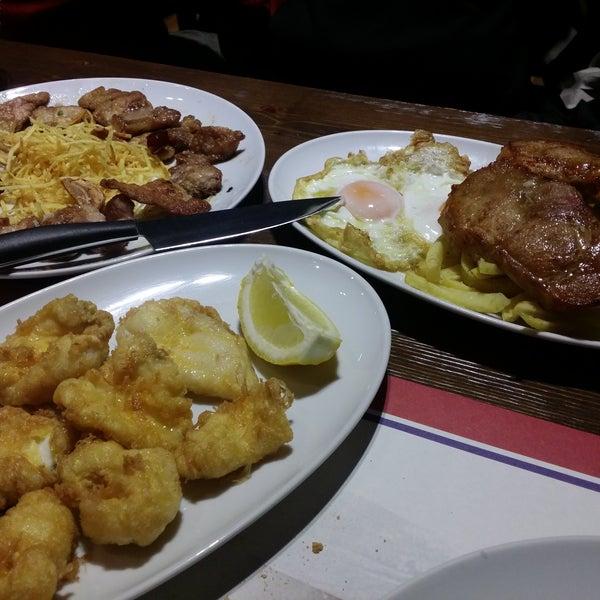 Nuestra primera vez. Hemos pedido algo contundente pero todo muy rico. Un pero: el lomo de los huevos estrellados era adobado. Repetiremos porque nos hemos quedado con ganas de probar otros platos.