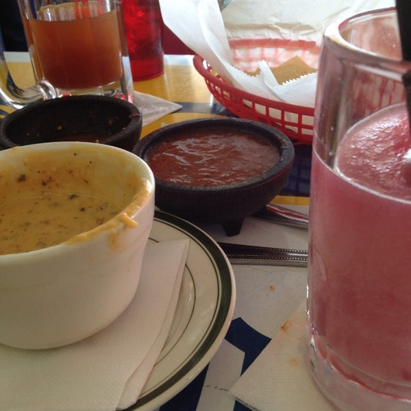 Снимок сделан в El Real Tex-Mex Cafe пользователем Candace K. 2/17/2013