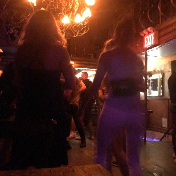 Photo prise au Mehanata Bulgarian Bar par Bennie F. le8/3/2019