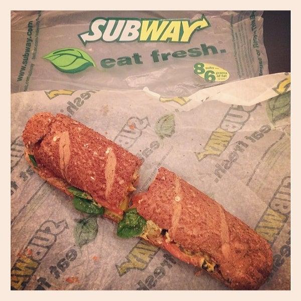 Foto scattata a Subway da Paul L. il 2/26/2014