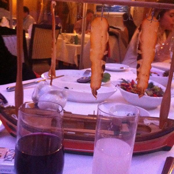 Foto tomada en Trilye Restaurant por Sinan X. el 4/24/2013