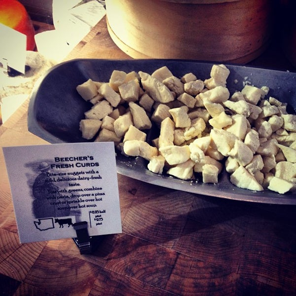 Das Foto wurde bei Beecher's Handmade Cheese von tamar m. am 7/13/2013 aufgenommen
