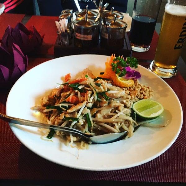 Das Foto wurde bei Sri-Thai von Der Brüsseler am 5/12/2016 aufgenommen