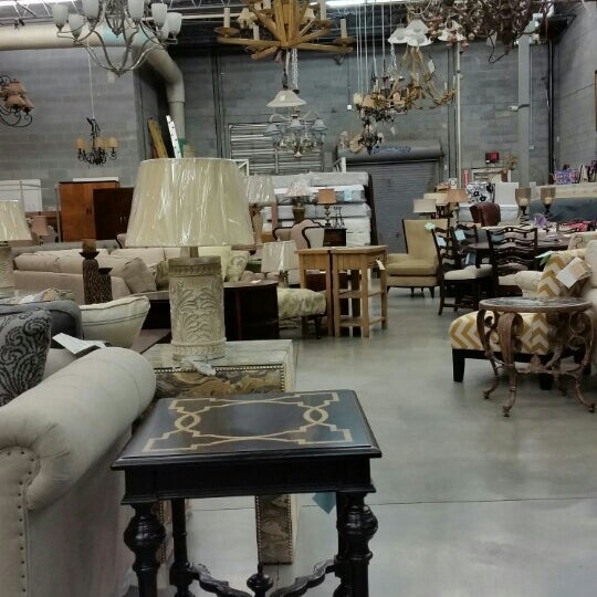 Market Home: Furniture / Home Store