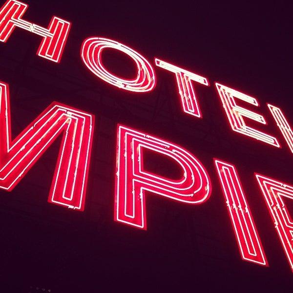 Снимок сделан в The Empire Hotel Rooftop пользователем Andre R. 2/17/2013