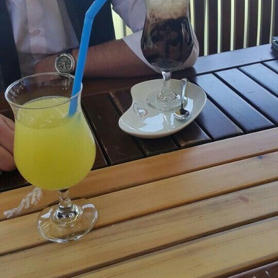 รูปภาพถ่ายที่ Coffee Castle โดย Cem D. เมื่อ 4/19/2016