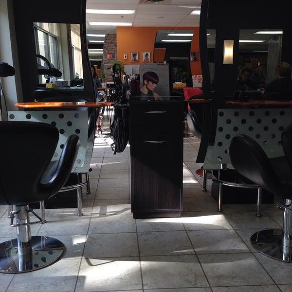 Photos at Bien-être Coiffure - Salon / Barbershop in Laval