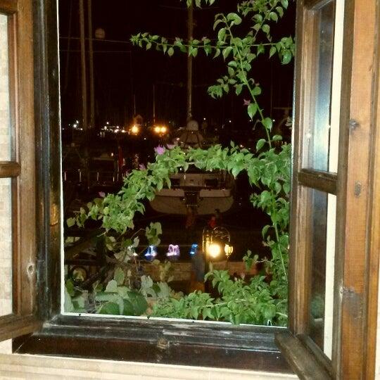 Foto scattata a Neighbours Restaurant da Beril S. il 10/19/2013