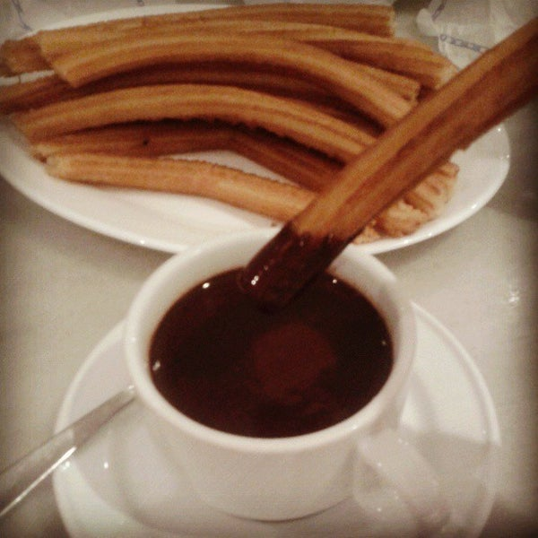Photo prise au Chocolatería San Ginés par MIGUEL A. N. le4/19/2013