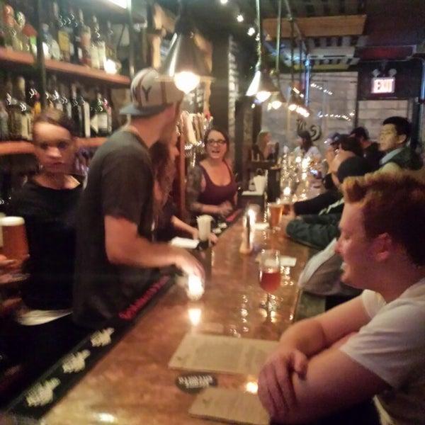 Foto tomada en The Jeffrey Craft Beer & Bites por Andy F. el 10/9/2013