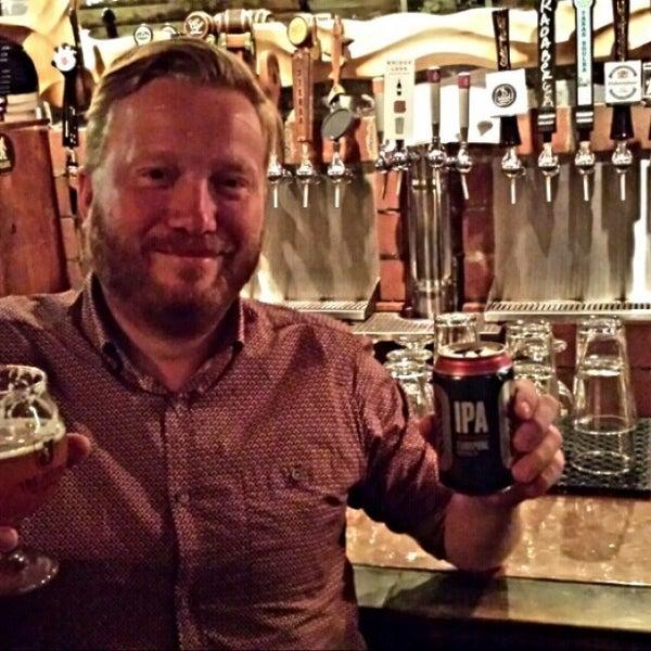 Foto tomada en The Jeffrey Craft Beer & Bites por Andy F. el 9/9/2014