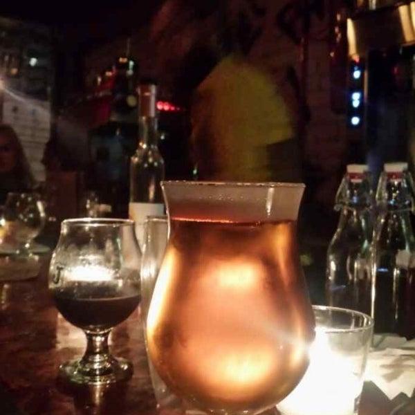 Foto tomada en The Jeffrey Craft Beer & Bites por Andy F. el 11/9/2013