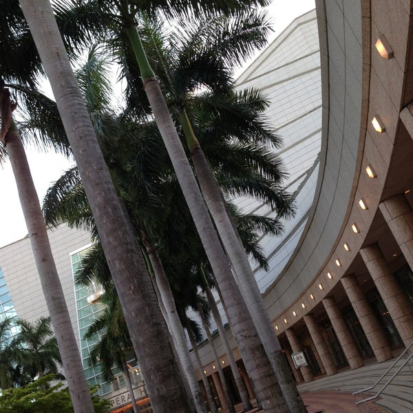 Foto diambil di Adrienne Arsht Center for the Performing Arts oleh Preston B. pada 5/8/2013