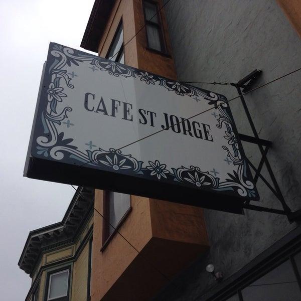 Das Foto wurde bei Cafe St. Jorge von Kimberly C. am 9/29/2014 aufgenommen