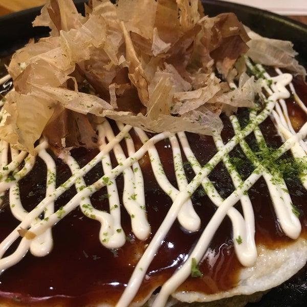 El sitio es tranquilo, la atención bastante buena. El sushi bueno, aunque no reseñable. Los California muy pequeños, parecen makis! Lo mejor el capis para beber y los takoyakis: super ricos!