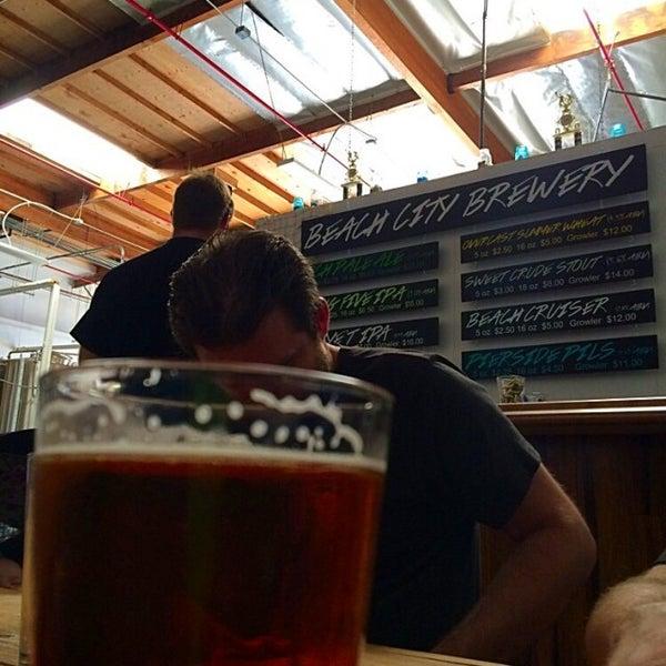 Foto tomada en Beach City Brewery por rth 0. el 9/14/2014