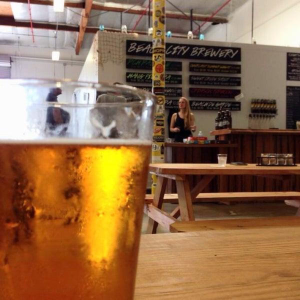 Foto tomada en Beach City Brewery por rth 0. el 7/26/2014