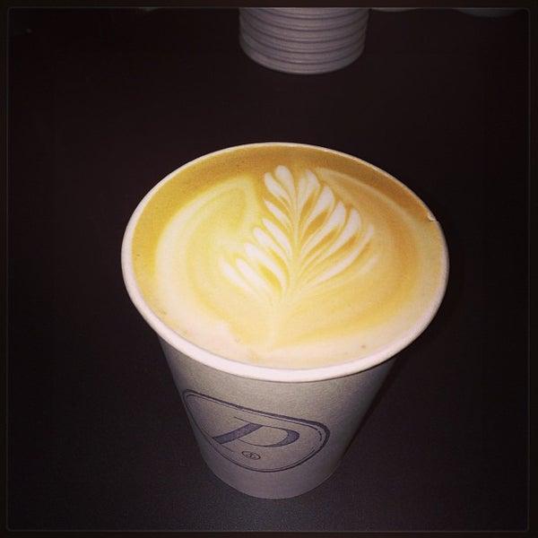 Foto tomada en Ports Coffee & Tea Co. por Mike Z. el 10/27/2013