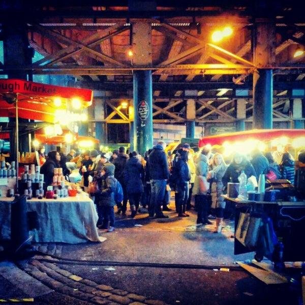 Foto tirada no(a) Borough Market por Omid A. em 2/23/2013