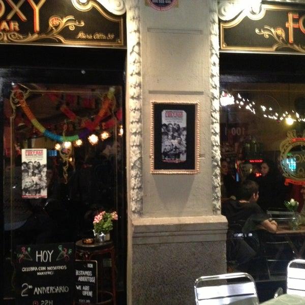 Foto tomada en Foxy Bar por Rafael G. el 3/16/2013