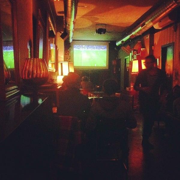 Foto tomada en Foxy Bar por Rafael G. el 12/9/2012