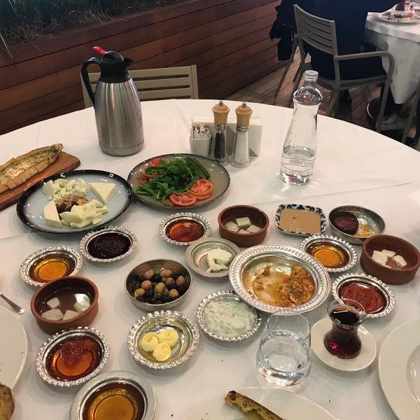Photo prise au Seraf Restaurant par Ozlem G. le12/15/2019