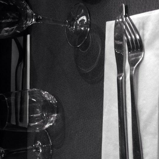 Photo prise au Noa Resto-Lounge-Bar par Luna D. le6/9/2014