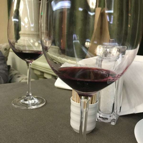 Das Foto wurde bei ORLY PARK Restaurant & Hotel von Анна С. am 4/17/2017 aufgenommen