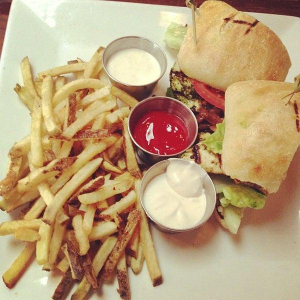 Foto tirada no(a) Mo's Restaurant por Eric L. em 6/13/2013