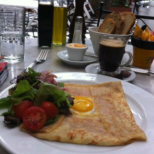 Foto scattata a Museo Evita Restaurant & Bar da Brian L. il 5/23/2012