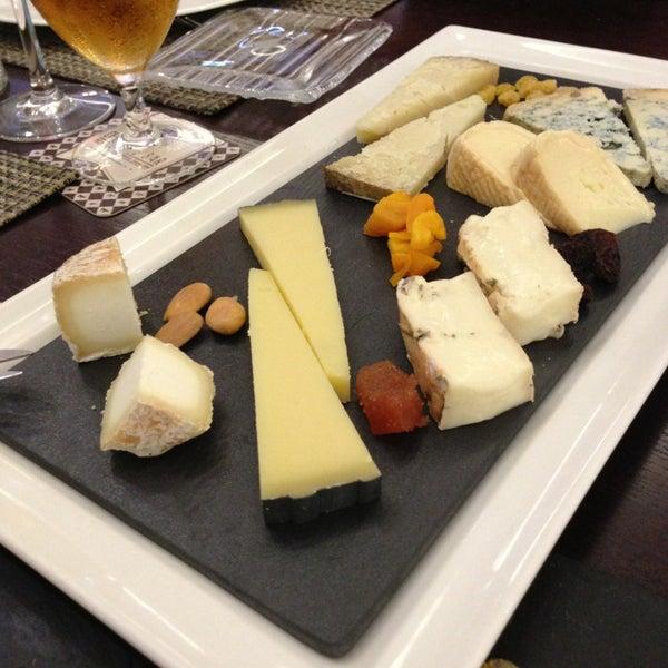 Foto scattata a Poncelet Cheese Bar da Daniel A. il 3/23/2013