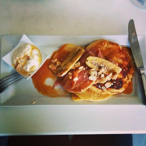 Foto tirada no(a) Tuihana Cafe. Foodstore. por Brendan M. em 11/8/2014